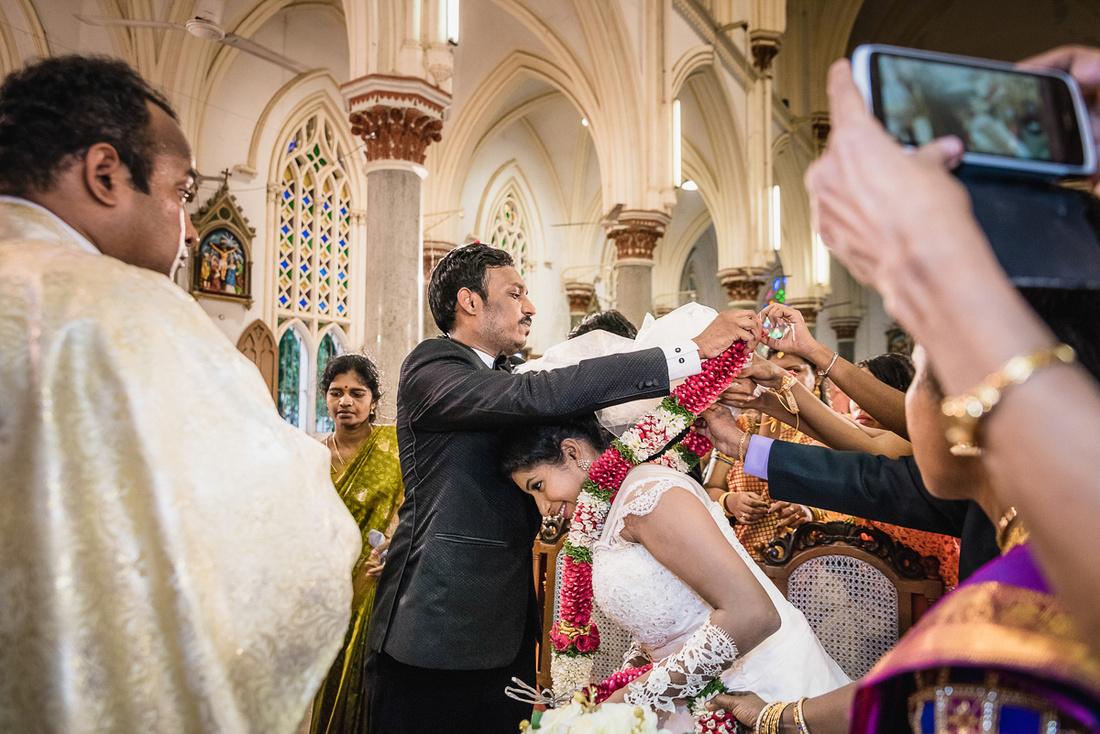 garland-exchange-christian-wedding