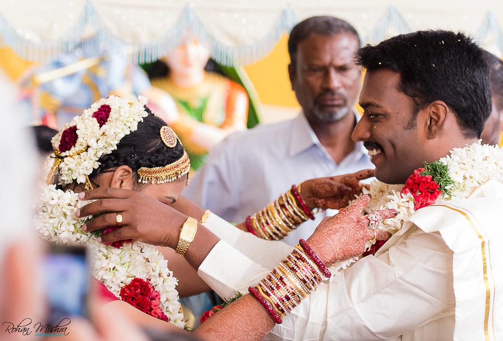 candid-wedding-moment